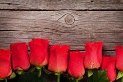 Valentinsgrußtagesgrußkarte mit Rosen stockbilder