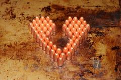 Valentinsgrußtagesherz gemacht aus 9mm Kugeln heraus Stockbilder
