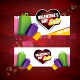 Valentinsgrußtagesherzformverkaufsaufkleber oder -aufkleber auf abstraktem rotem Hintergrund mit Unschärfe beleuchtet Vektorverka Lizenzfreie Stockfotos