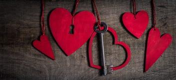 Valentinsgrußtageshintergrund. Schlüssel meines Herzkonzeptes. Stockfoto