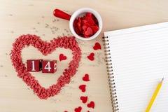 Valentinsgrußtageskonzept Herz ist- Fallliebe stockbilder