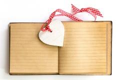 Valentinsgrußtagesnotizbuchherz lizenzfreie stockfotos