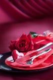 Valentinsgrußtagesromantische Tabelleneinstellung Stockfotografie