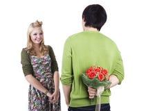 Valentinstagüberraschung mit einem Blumenstrauß der Rosen Lizenzfreie Stockbilder