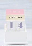 Valentinstag auf Kalender Stockbilder