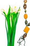 Valentinstag, Blumen für Damen und Schmuck lizenzfreies stockbild