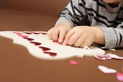 Valentinstag-Handwerk mit Herzen Lizenzfreie Stockfotografie