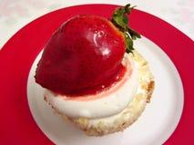 Valentinstag-kleiner Kuchen Lizenzfreie Stockbilder