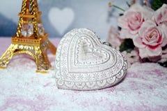 Valentinstag - Valentinsgrußsymbol, -herz und -blumen Lizenzfreie Stockbilder