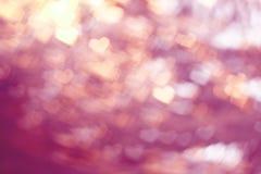Valentinstag verwischte Hintergrund mit Herzen, mit Höhepunkten lizenzfreie stockfotografie