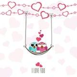 Valentinstagfeier-Grußkarte mit Paaren von Eulen Stockbilder