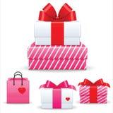 Valentinstaggeschenkbox- und -herzsymbole Stockfoto