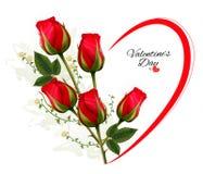 Valentinstaghintergrund mit einem Blumenstrauß von roten Rosen Lizenzfreies Stockfoto