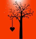 Valentinstaginneres auf Baum im Schwarzen Lizenzfreie Stockbilder