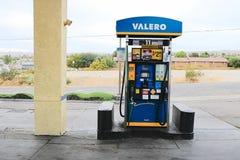 Valero和金刚石三叶草加油站 免版税库存图片