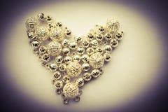 Valet av olika silverpärlor formade in i en hjärta Royaltyfri Bild