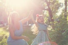 Valeurs familiales Mère et fille Images stock
