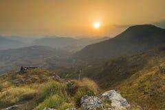 Valey bonito da opinião do por do sol de Bandipur Nepal imagem de stock