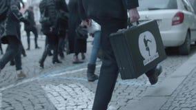 Valigetta il giorno internazionale della passeggiata sciocca, Brno, Ceco video d archivio