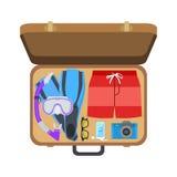 Valigia con i vestiti per la spiaggia Immagine Stock