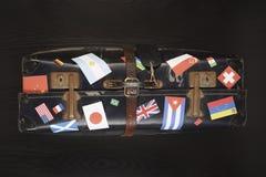 Valigia con il vario colpo dello studio degli autoadesivi della bandiera Fotografie Stock