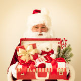 Valigia della tenuta di Santa Claus Immagini Stock Libere da Diritti