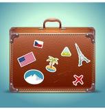 Valigia di cuoio con l'autoadesivo di viaggio Immagine Stock Libera da Diritti