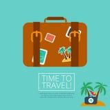 Valigia di cuoio dei bagagli con l'autoadesivo di viaggio Immagine Stock