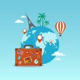 Valigia di viaggio con il globo e le icone Fotografia Stock Libera da Diritti