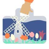 Valigia di viaggio con l'immagine del mulino a vento e dei fiori Fotografia Stock Libera da Diritti