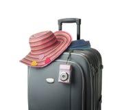 Valigia isolata con gli accessori femminili Immagini Stock