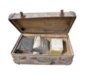 Valigia molto vecchia in pieno dei libri Fotografia Stock Libera da Diritti