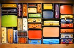 Valigia nel salotto di partenza in DC di Washington Immagine Stock