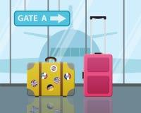 Valigie di viaggio in aeroporto con un aereo Fotografie Stock