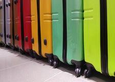 valigie nell'immagazzinamento nei bagagli dell'aeroporto per controllo Immagine Stock Libera da Diritti