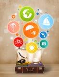 Valise avec les icônes et les symboles colorés d'été Photos stock