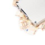 Valise complètement d'argent Photos libres de droits