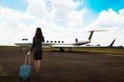 Valise de transport de femme d'affaires Photo libre de droits