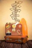 Valise et planche à roulettes de vintage Image libre de droits