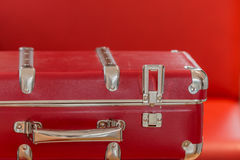 Valise rouge prête pour le voyage Image libre de droits
