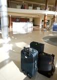 Valises dans l'entrée d'hôtel Photos stock