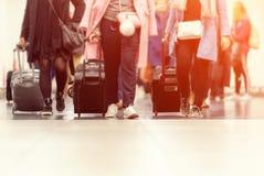 Valises dans le refuge de terminal d'aéroport Image stock