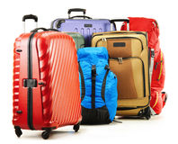 Valises et sacs à dos sur le blanc image libre de droits