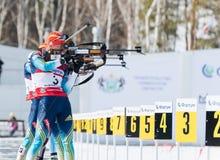 Valj Semerenko (UKR) auf einer Schusslinie am k 13,5 der Biathlon-Frauen Lizenzfreie Stockfotos