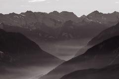 Vallée brumeuse de montagne Images libres de droits