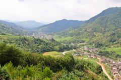 Vallée célèbre avec les villages traditionnels Images stock