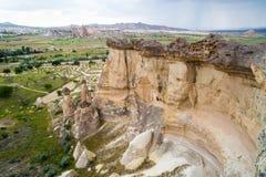 Vallée d'amour dans le village de Goreme, Turquie Paysage rural de Cappadocia Maisons en pierre dans Goreme, Cappadocia Campagne Photos libres de droits