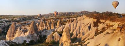 Vallée d'amour dans le village de Goreme, Turquie Paysage rural de Cappadocia Maisons en pierre dans Goreme, Cappadocia Campagne Image libre de droits