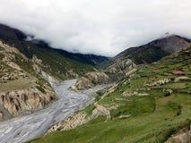 Vallée d'Annapurna avec le delta de rivière pendant la mousson Images libres de droits