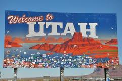VALLÉE d'OLJATO-MONUMENT, AZ - 18 SEPTEMBRE 2016 - signe de frontière de l'Utah à la vallée de monument, point de repère populair photos stock